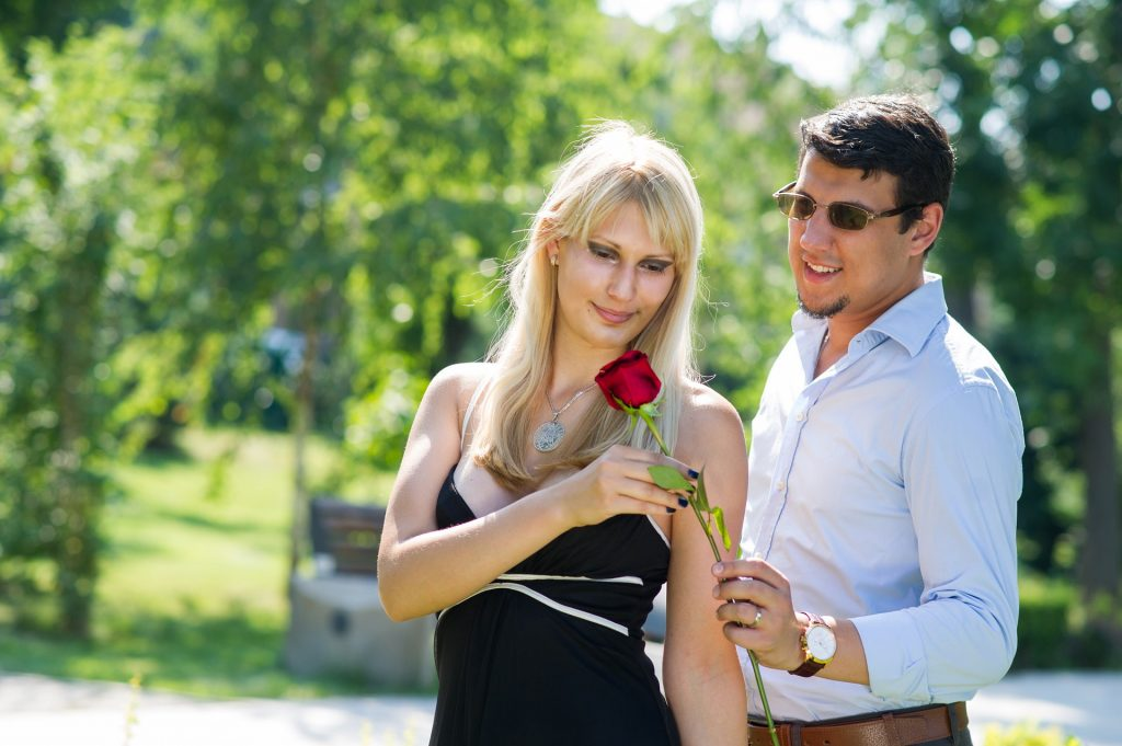 6 rezultate Dex Online pentru definitie flirta